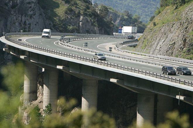 La autopista AP-68, que comunica Bilbao con Zaragoza, está gestionada por Abertis.