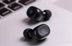 Una selección de los mejores auriculares inalámbricos estilo Airpods y en formato diadema
