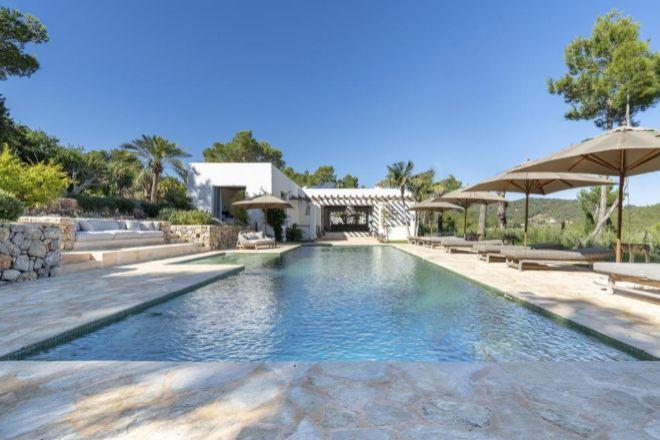 Una villa de lujo en Ibiza situada entre San Miguel y San Mateo, una de las zonas más tranquilas y típicas de Ibiza. comercializada por Engel & Vólkers por 5,9 millones de euros.