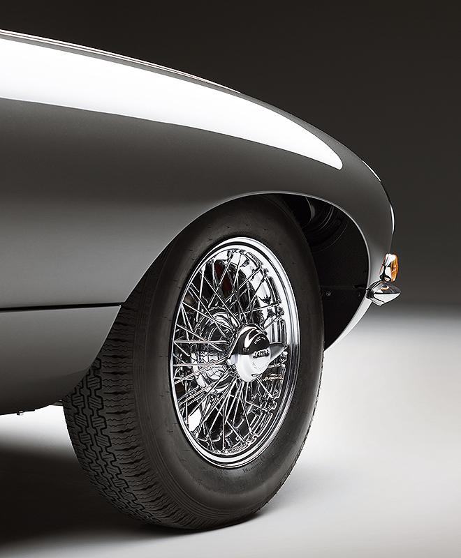 Detalle de una de las ruedas delanteras en la versión coupé.
