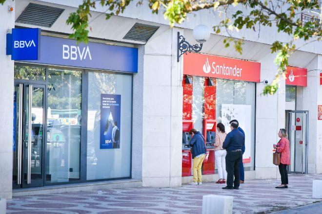Oficinas de BBVA y Santander.