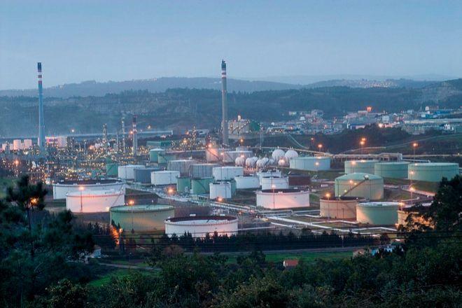 Vista del complejo de Repsol en A Coruña.