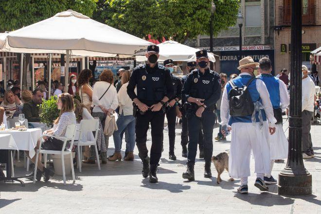 Bares de Murcia con la vigilancia de los agentes de policía.