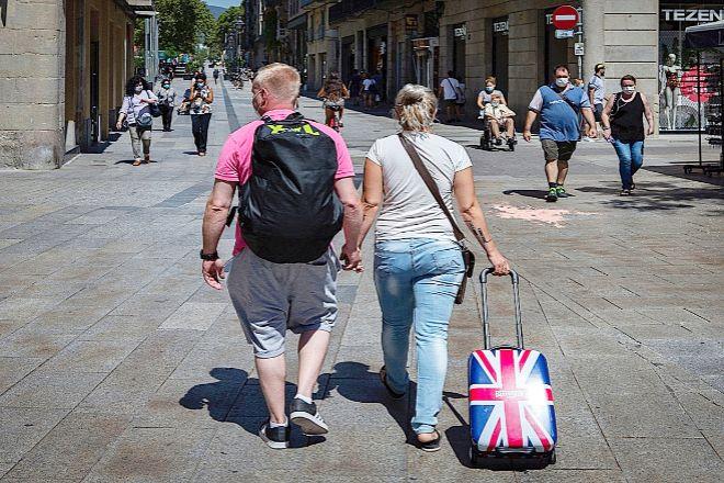Los británicos y españoles en el país foráneo deben tramitar el permiso de residencia para no ser considerados extranjeros indocumentados.
