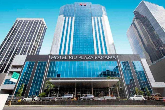 Hotel RIU Plaza Panama es uno de los hoteles de RIU en venta.