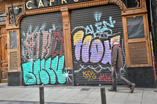 En la imagen, uno de los establecimientos cerrados en Madrid durante la pandemia.
