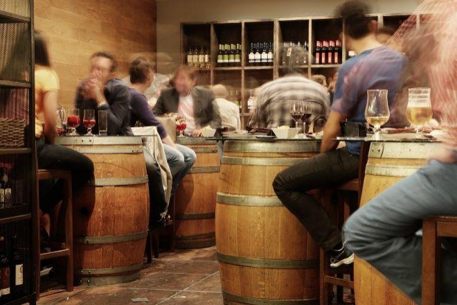 Las barras y los interiores de los bares es la tercera cosa que más echamos de menos los españoles.
