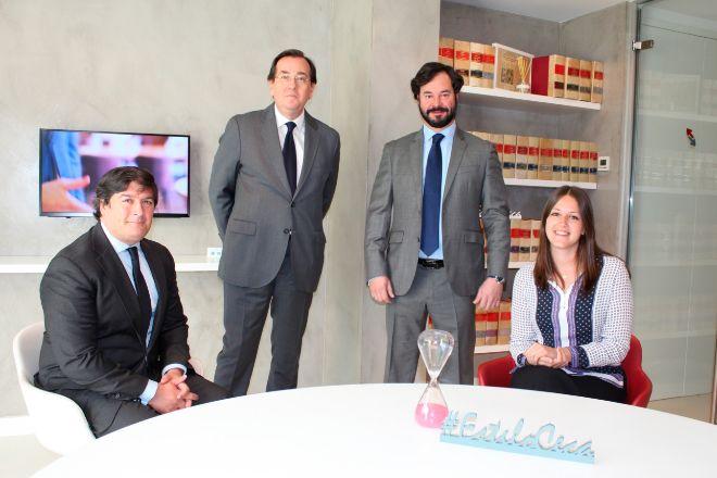 Los profesionales de Ceca Magán Jose Ramón Lora ('counsel'), Alejandro Alonso Dregi (socio), Esteban Ceca Gómez-Arevalillo (socio director) y Victoria Alonso (abogada).