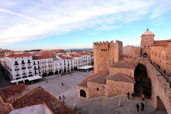 Extremadura no deberá indemnizar a unos centros comerciales por no permitirles abrir en domingo
