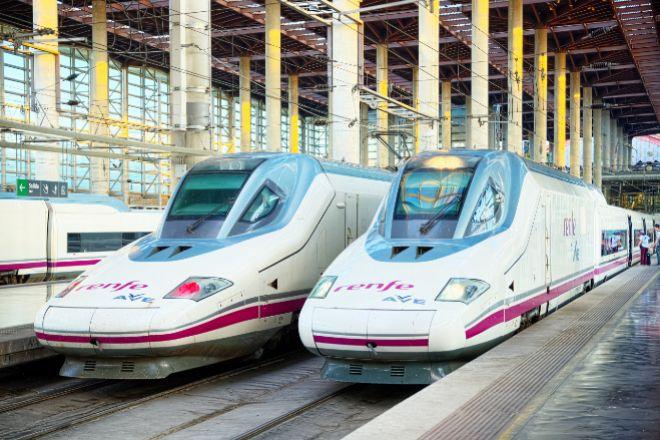 Trenes AVE en la estación de Atocha, Madrid.