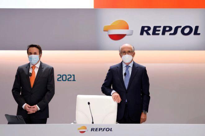 Josu Jon Imaz, consejero delegado de Repsol (a la izquierda) y Antonio Brufau, presidente de Repsol.