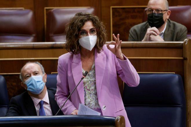 La ministra de Hacienda, María Jesús Montero, durante su intervención ayer en el pleno del Congreso de los Diputados.