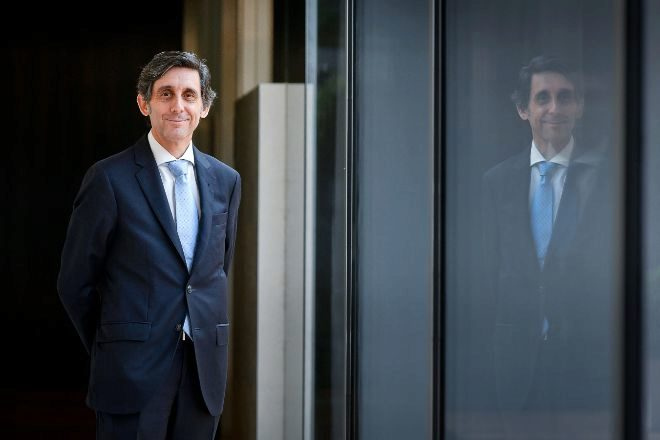 Telefónica reduce 5.000 millones de  deuda al desatascar la fusión O2-Virgin