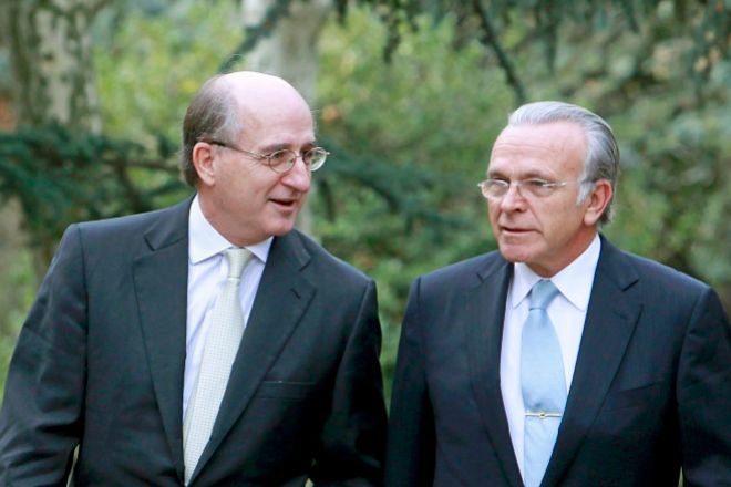 El juez del caso Villarejo imputa a Brufau y Fainé por el espionaje al ex presidente de Sacyr