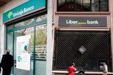 Montaje con oficinas de Unicaja y Liberbank