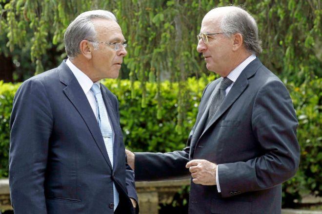El expresidente de La Caixa Isidro Fainé (izq.) y el presidente de Repsol, Antonio Brufau.