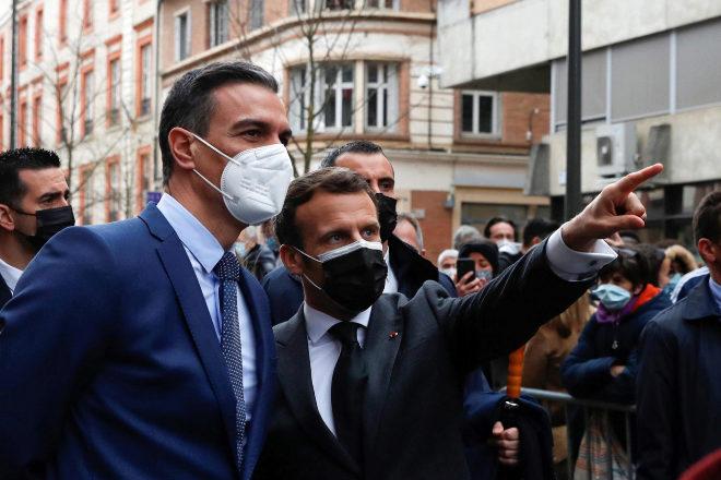 Pedro Sánchez con Emmanuel Macron, el pasado mes de marzo en Montauban (Francia).