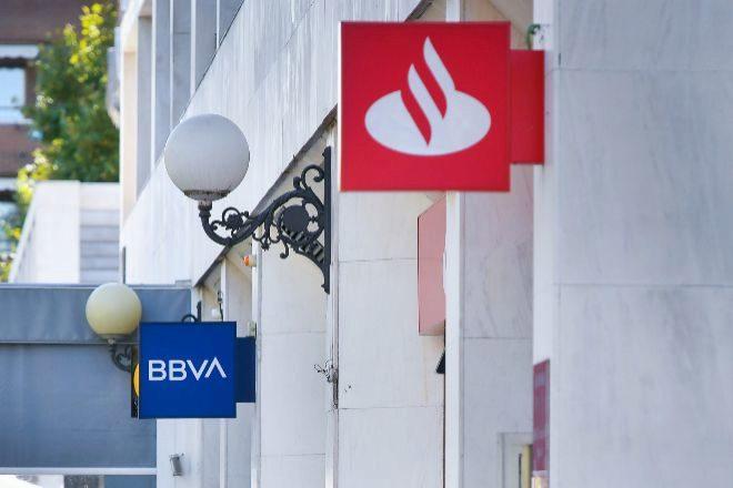 Sucursales de Santander y BBVA.