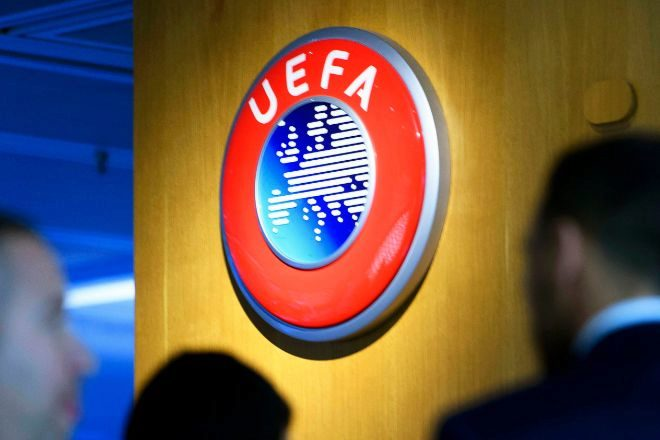 La UEFA amenaza con bloquear la participación de los jugadores en otras competiciones.