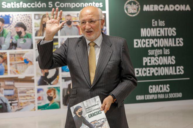 El presidente de lt;HIT gt;Mercadona lt;/HIT gt;, Juan Roig, saluda durante una rueda de prensa, a 20 de abril de 2021, en el Polígono Industrial Fuente del Jarro, Paterna, Valencia, Comunidad Valenciana, (España). Durante el encuentro Roig ha informado sobre la situación actual y futura de los 5 Componentes de lt;HIT gt;Mercadona lt;/HIT gt; y comunicará los datos económicos de la compañía correspondientes al ejercicio 2020 y las previsiones 2021. 20 ABRIL 2021;ROIG; lt;HIT gt;MERCADONA lt;/HIT gt;;VALENCIA Rober Solsona / Europa Press 20/04/2021