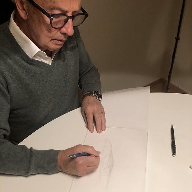 Walter de Silva aboceta el Hongqi S9. El italiano es vicepresidente de Diseño del grupo automovilístico chino SilkFAW.