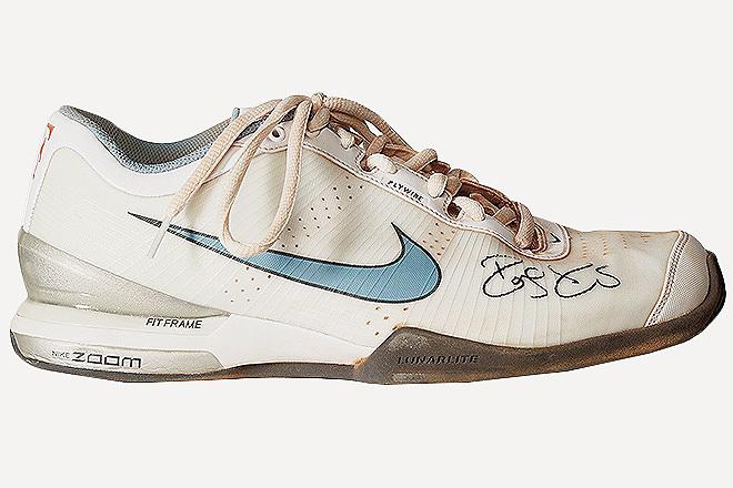 Zapatillas de Federer en la final de Roland Garros de 2009, su único triunfo en París, con restos de tierra batida.