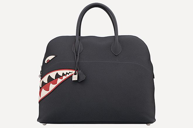 Edición limitada de Blue Nuit Togo Leather Shark Mou Bolide Bag con paladio. 45 centímetros. Precio estimado, 14.000 - 18.000 dólares.
