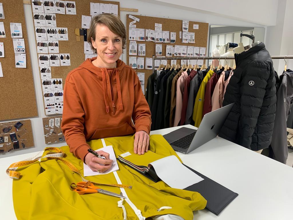 Birgitte Jorgensen es la directora creativa de Tantä Rainwear.