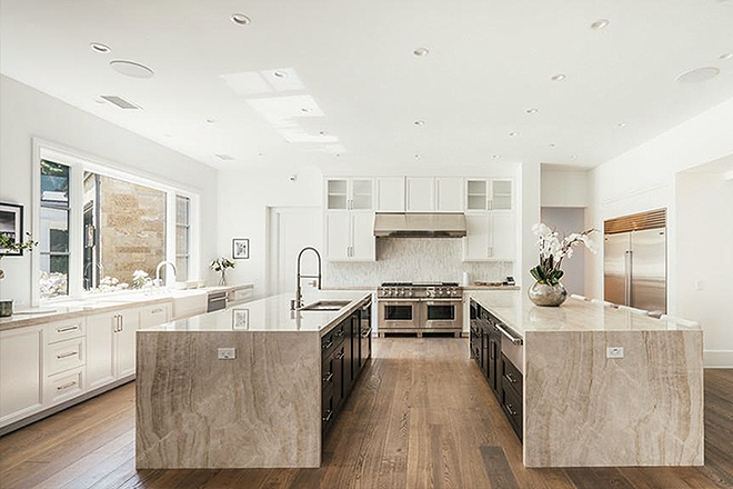 La cocina, de doble isla.