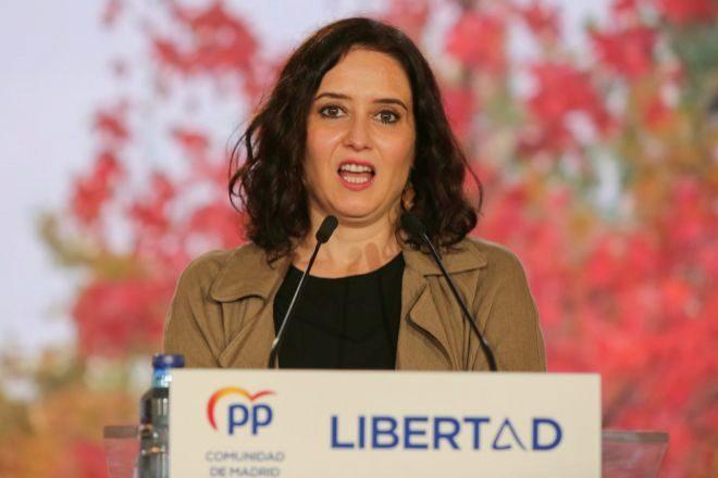 La presidenta de la Comunidad de Madrid y candidata del PP a la reelección, Isabel Díaz Ayuso, durante un acto electoral en Alcorcón (Madrid).