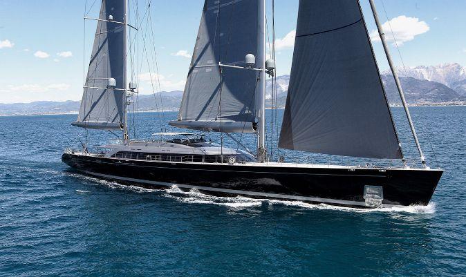 El Badis, un perini navi de 70 metros.