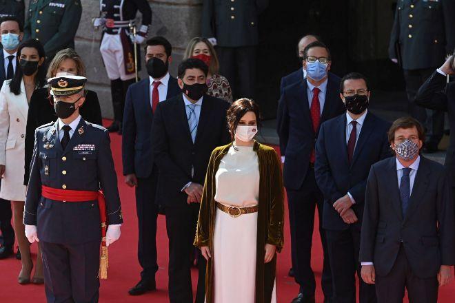 La presidenta de la Comunidad de Madrid, Isabel Díaz Ayuso, preside un acto cívico-militar en homenaje a los fallecidos en los levantamientos del 2 de mayo de 1808 contra las tropas francesas, celebrado este domingo, Día de la Comunidad de Madrid, en la Puerta del Sol.