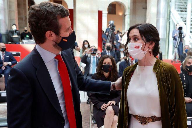 La presidenta de la Comunidad de Madrid y candidata del PP a la reelección, Isabel Díaz Ayuso, junto al líder del PP, Pablo Casado.