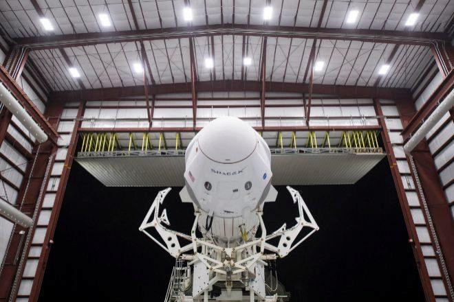 Concluye el primer viaje comercial tripulado de la NASA