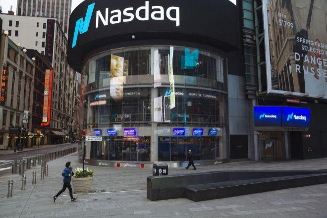 Fachada del Nasdaq, en Nueva York. El índice no ha caído más de un 2% en una sesión desde el 21 de marzo.