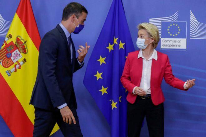 El presidente del Gobierno, Pedro Sanchez, y la presidenta de la Comisión Europea, Ursula von der Leyen, en Bruselas el pasado septiembre.