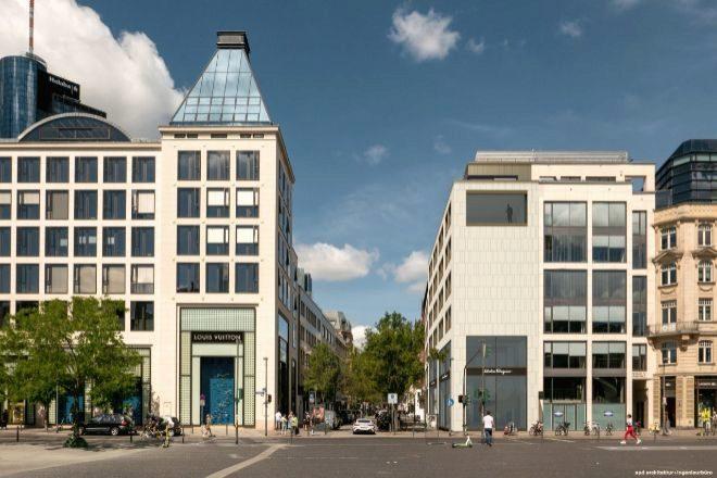 Vista del edificio (a la derecha de la foto) desde la Goetheplatz.
