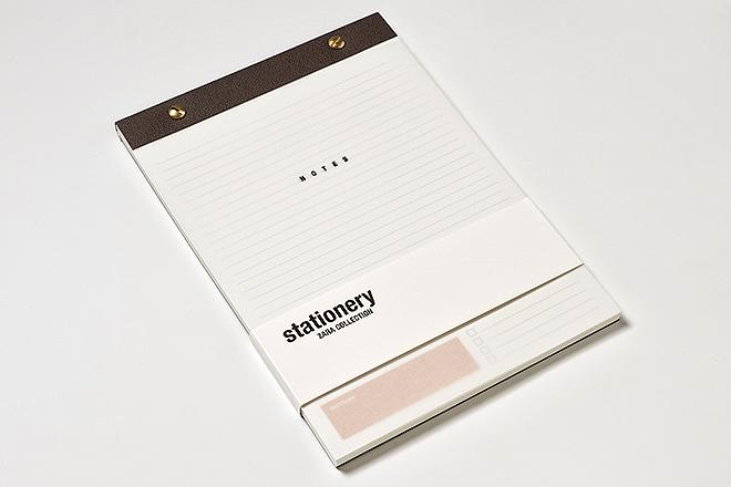 Bloc de notas: 104 páginas rayadas y perforadas, portada de papel vegetal, fresado en parte superior y troquelado con dos tornillos dorados, 170 X 240, 7,95 euros.