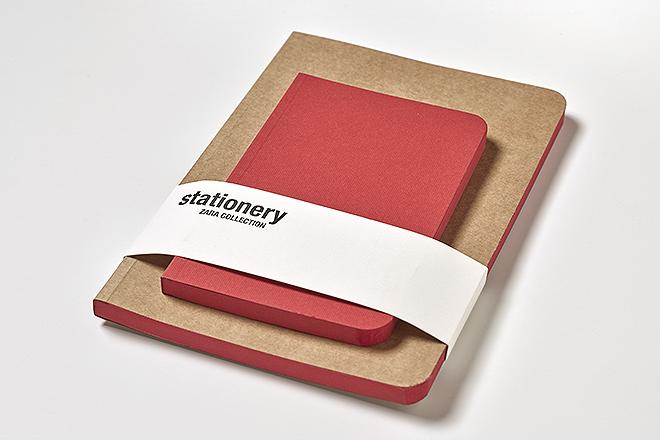 Pack libretas encoladas:  72 paginas, 100x150 la roja y 150x210 la portada en color Kraft, papel el interior 100% reciclado, fresadas con cantos romos y lomos pintados en rojo. 9,95 euros.