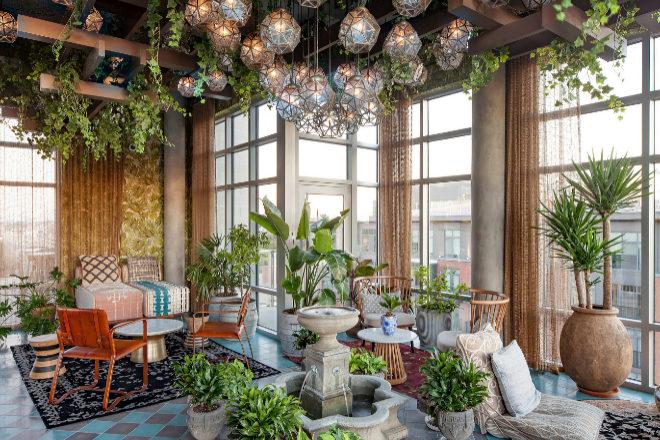 El verde natural y el vidrio, como esta propuesta de Streetsense,serán elementos indispensables para crear oasis interiores.