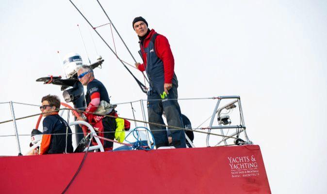 Bekking, a la popa del VO65 del Team Poland.