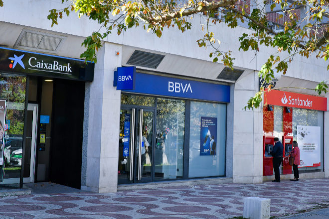 La banca pierde 137.000 accionistas pese al 'rally' en Bolsa