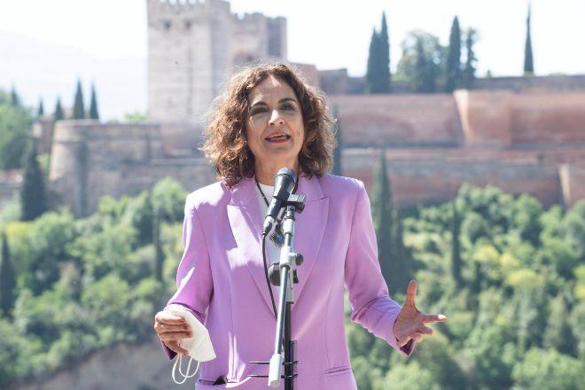 La portavoz del Gobierno y ministra de Hacienda, María Jesús Montero, ayer en Granada.