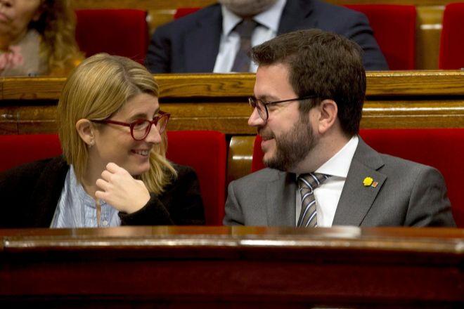 Imagen de archivo del vicepresidente de la Generalitat y candidato de ERC, Pere Aragonès, y la vicepresidenta y portavoz de JxCat, Elsa Artadi.