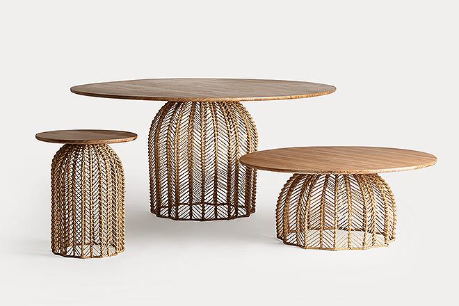 Mesas con base de ratán.