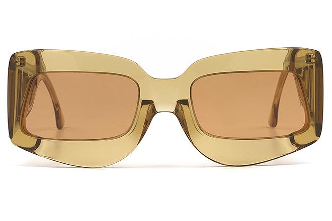 Gafas de sol con cristal traslúcido. 49 euros.
