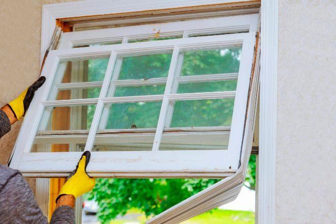 El cambio de ventanas es una reforma habitual para facilitar el ahorro energético.