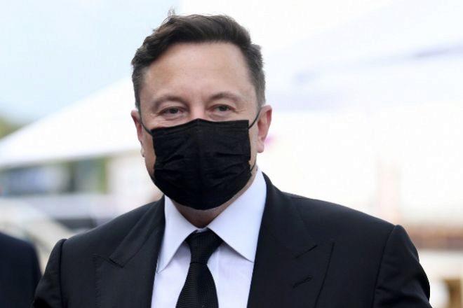 El millonario Elon Musk bromeó este fin de semana en 'Saturday Night Live' sobre el dogecoin.