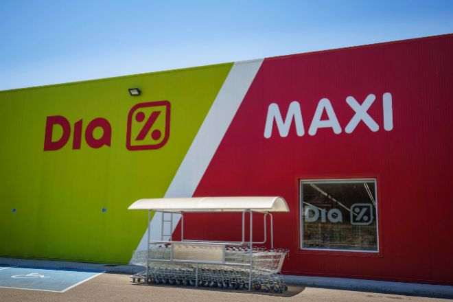 Fachada de un supermercado de Dia Maxi.