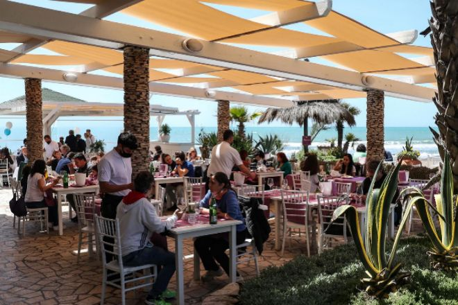 El fin del estado de alarma dispara un 34% las reservas en restaurantes